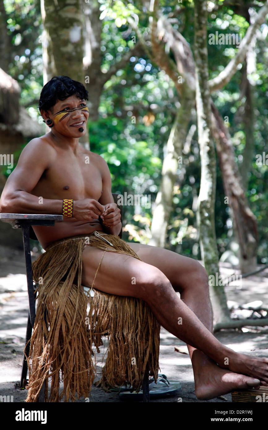 Ritratto di un indiano Pataxo uomo alla Reserva Indigena da Jaqueira vicino a Porto Seguro, Bahia, Brasile, Sud Immagini Stock