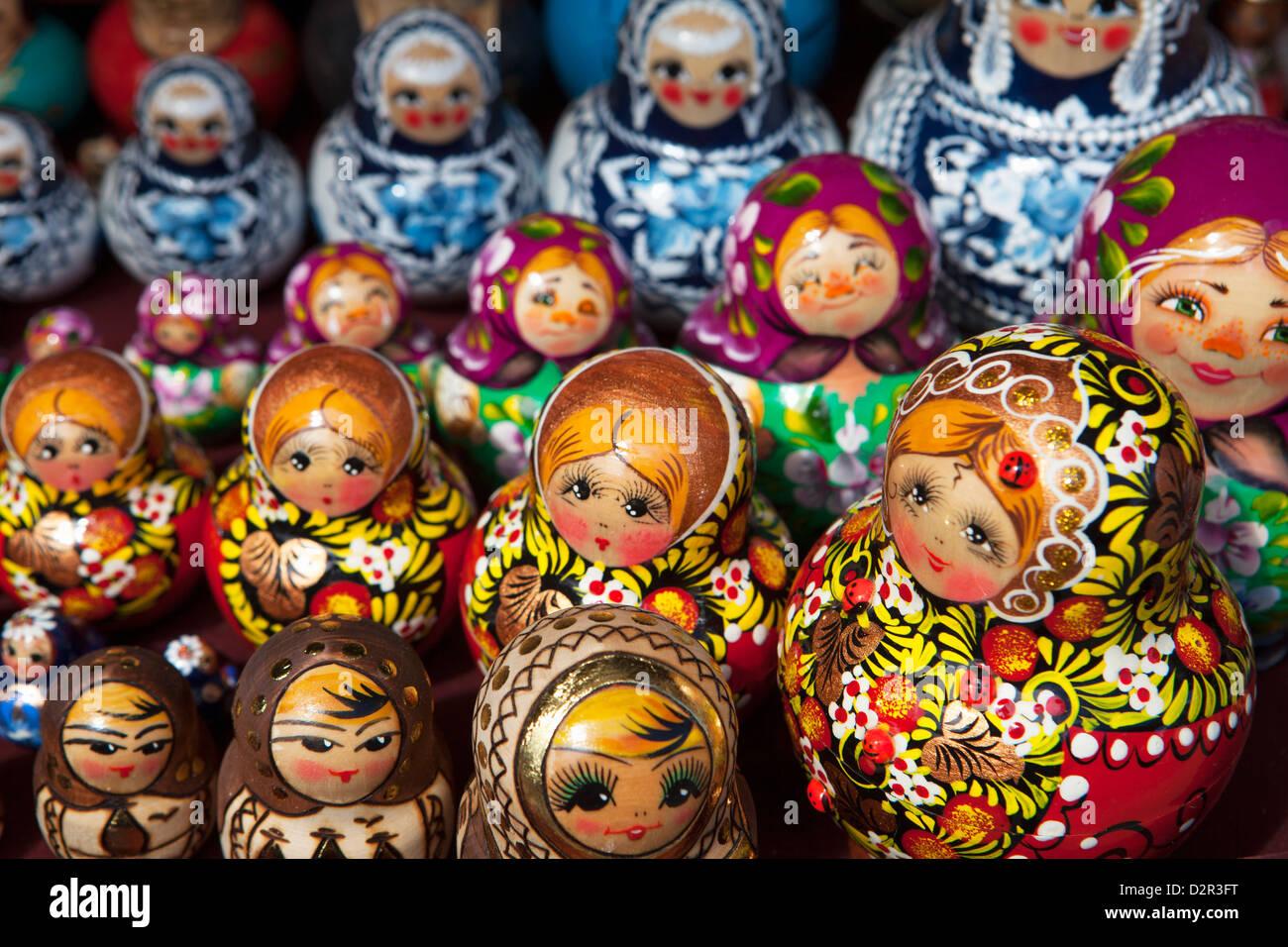 Decorativi bambole russe per la vendita, San Pietroburgo, Russia, Europa Immagini Stock