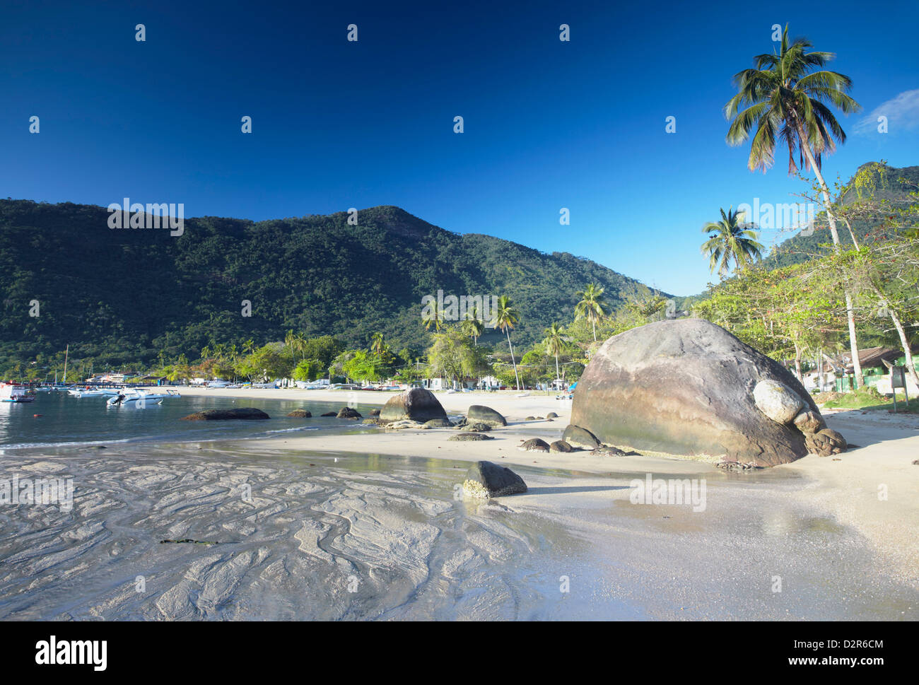 Vila do Abraao beach, Ilha Grande, Stato di Rio de Janeiro, Brasile, Sud America Immagini Stock