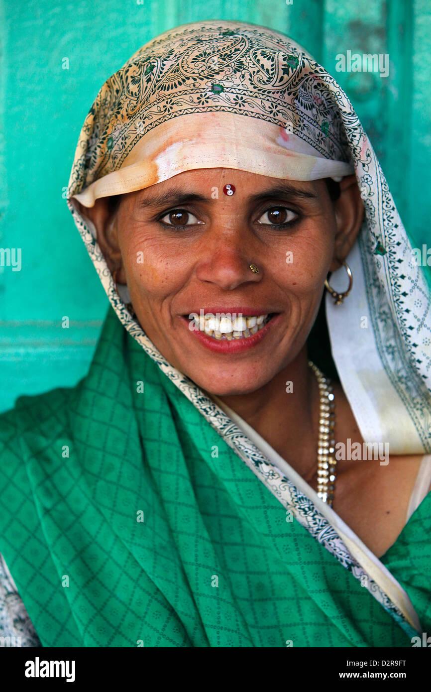 Sorridente donna indiana, Nandgaon, Uttar Pradesh, India, Asia Immagini Stock