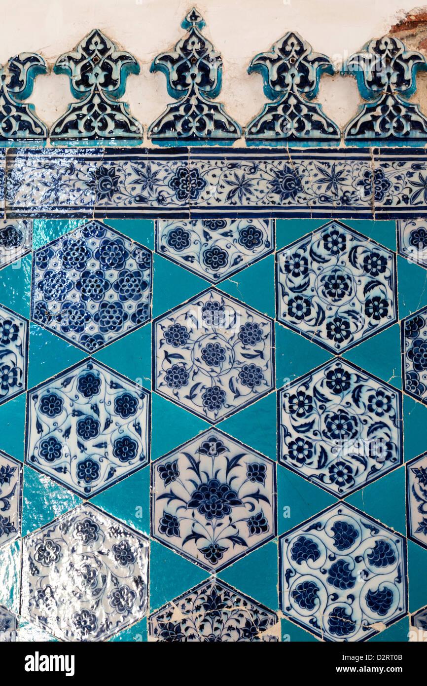 Dettaglio del dado rivestito di piastrelle, Muradiye Jami, Edirne, Turchia Foto Stock