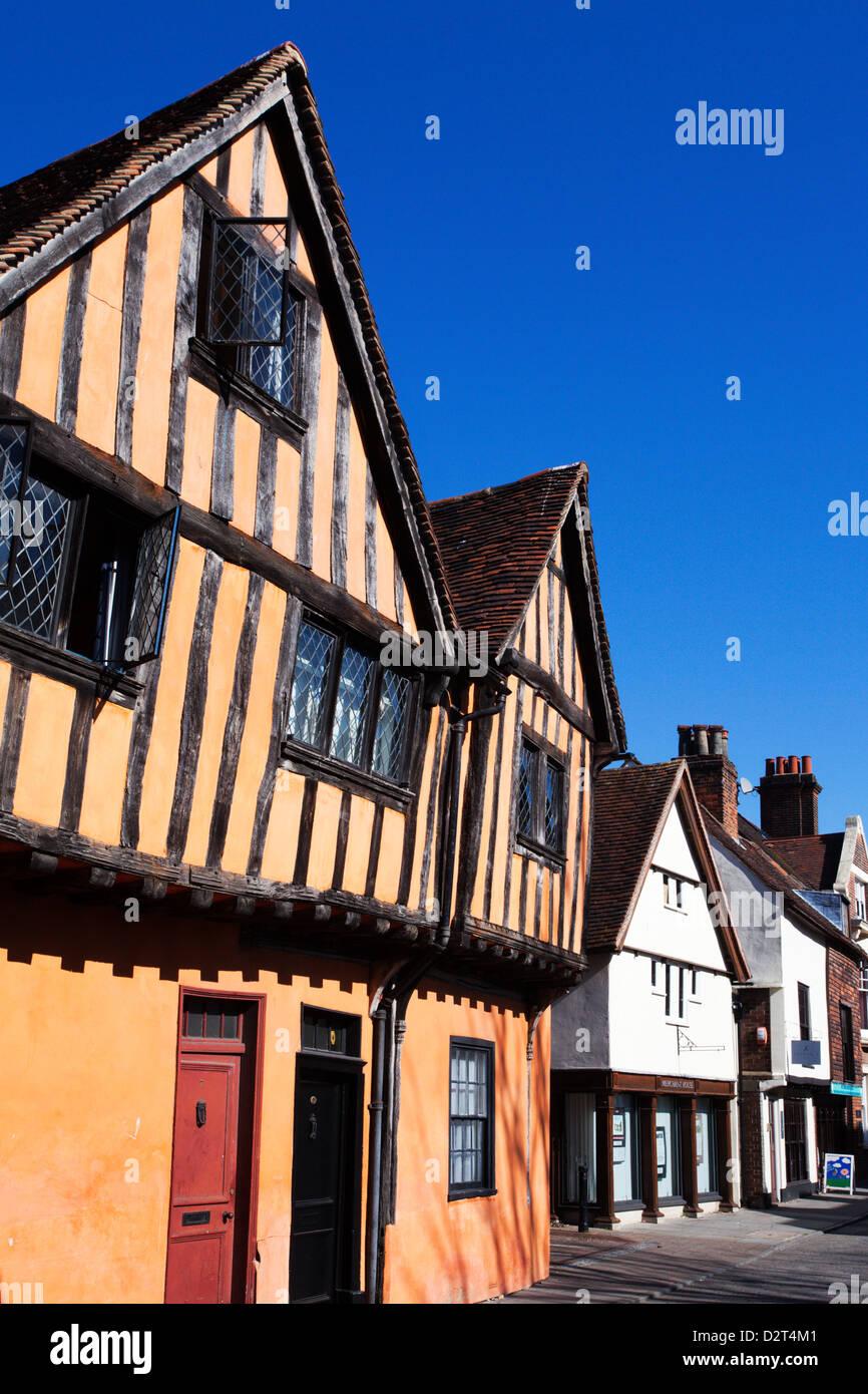 La metà degli edifici con travi di legno sulla strada silenziosa, Ipswich, Suffolk, Inghilterra, Regno Unito, Immagini Stock