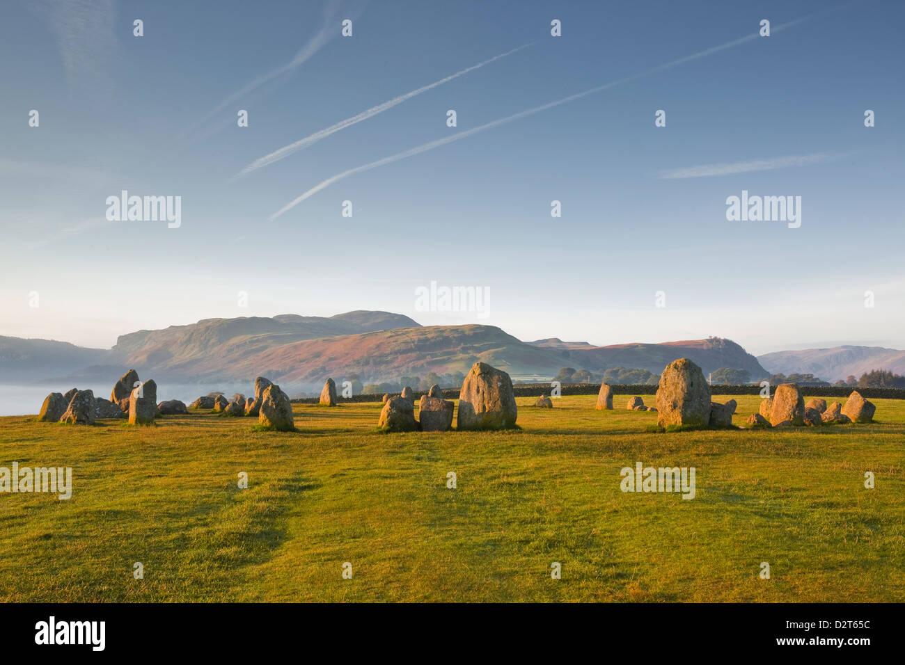 Castlerigg Stone Circle all'alba nel Parco Nazionale del Distretto dei Laghi, Cumbria, England, Regno Unito, Immagini Stock