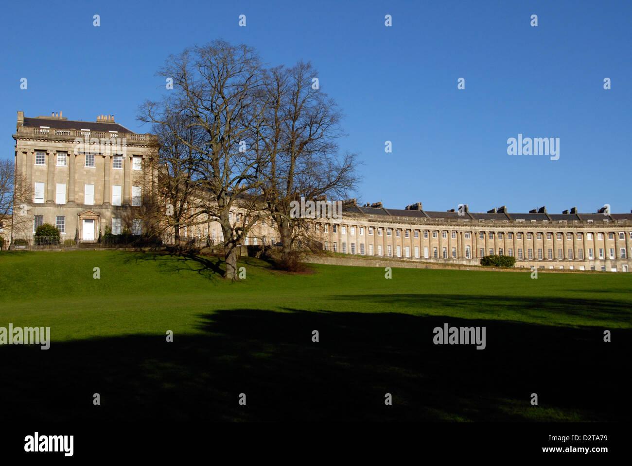 Royal Crescent perfetta architettura georgiana del XVIII secolo in bagno, Regno Unito Foto Stock