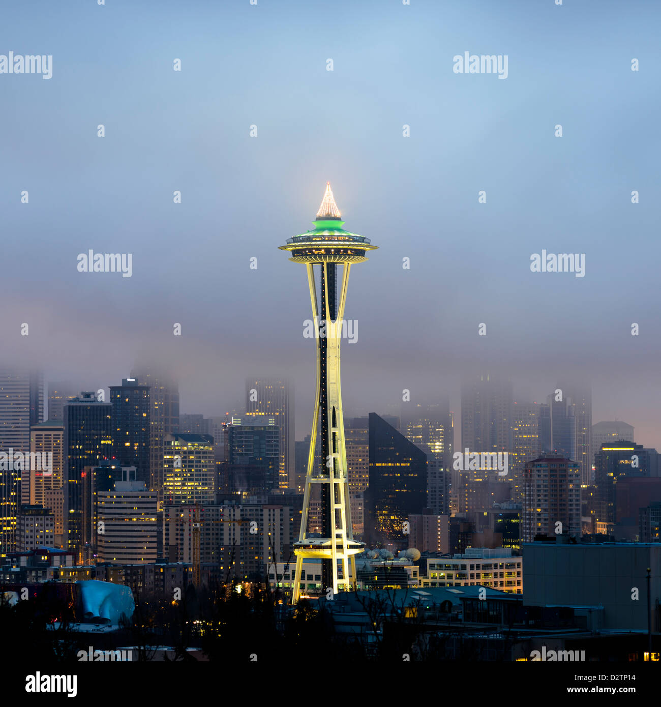 Lo skyline di Seattle e lo Space Needle all'alba visto da Kerry Park, Washington, Stati Uniti d'America Immagini Stock