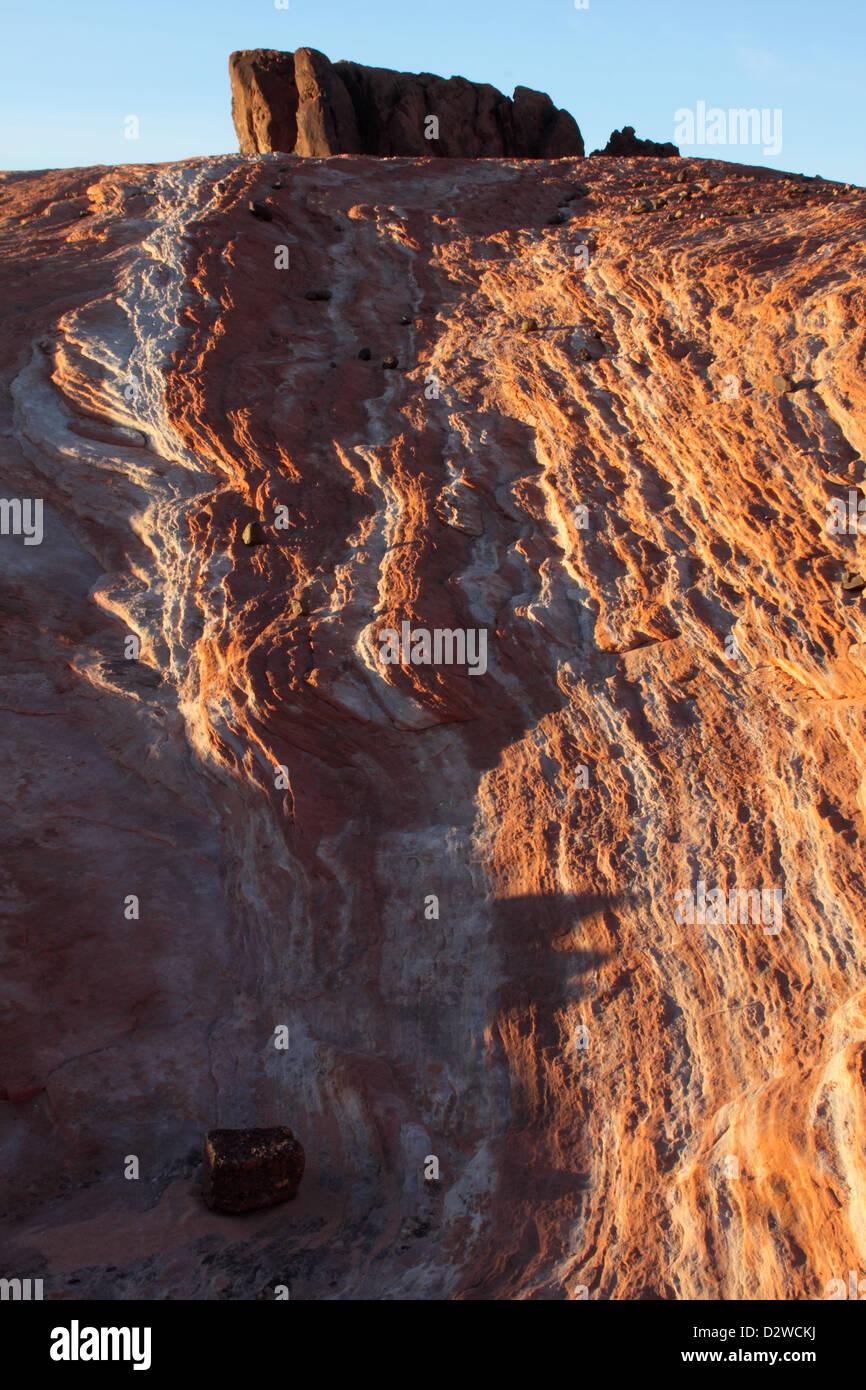 Tramonto sull'onda di fuoco, la Valle del Fuoco del parco statale, Nevada Foto Stock