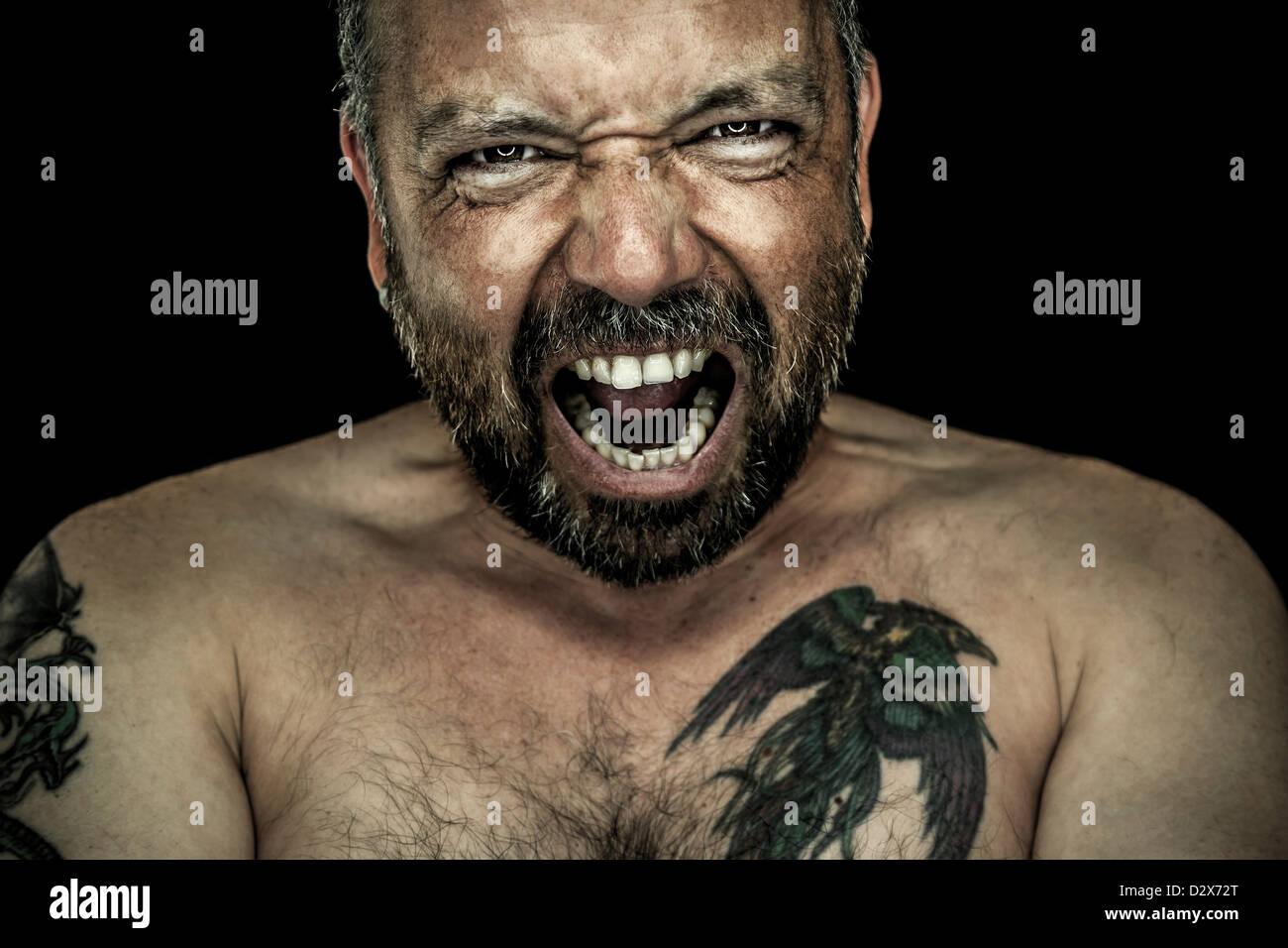 L'immagine di un uomo arrabbiato con la barba Immagini Stock