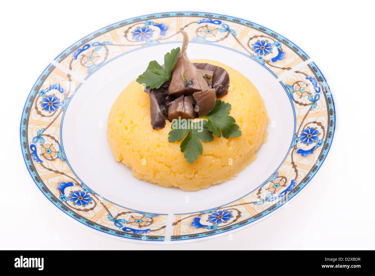 Ricetta con funghi e polenta di mais Immagini Stock