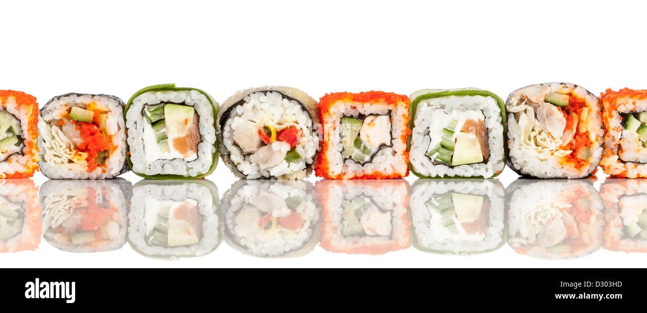 Sfondo senza giunture. Rotolo di sushi su sfondo bianco Immagini Stock