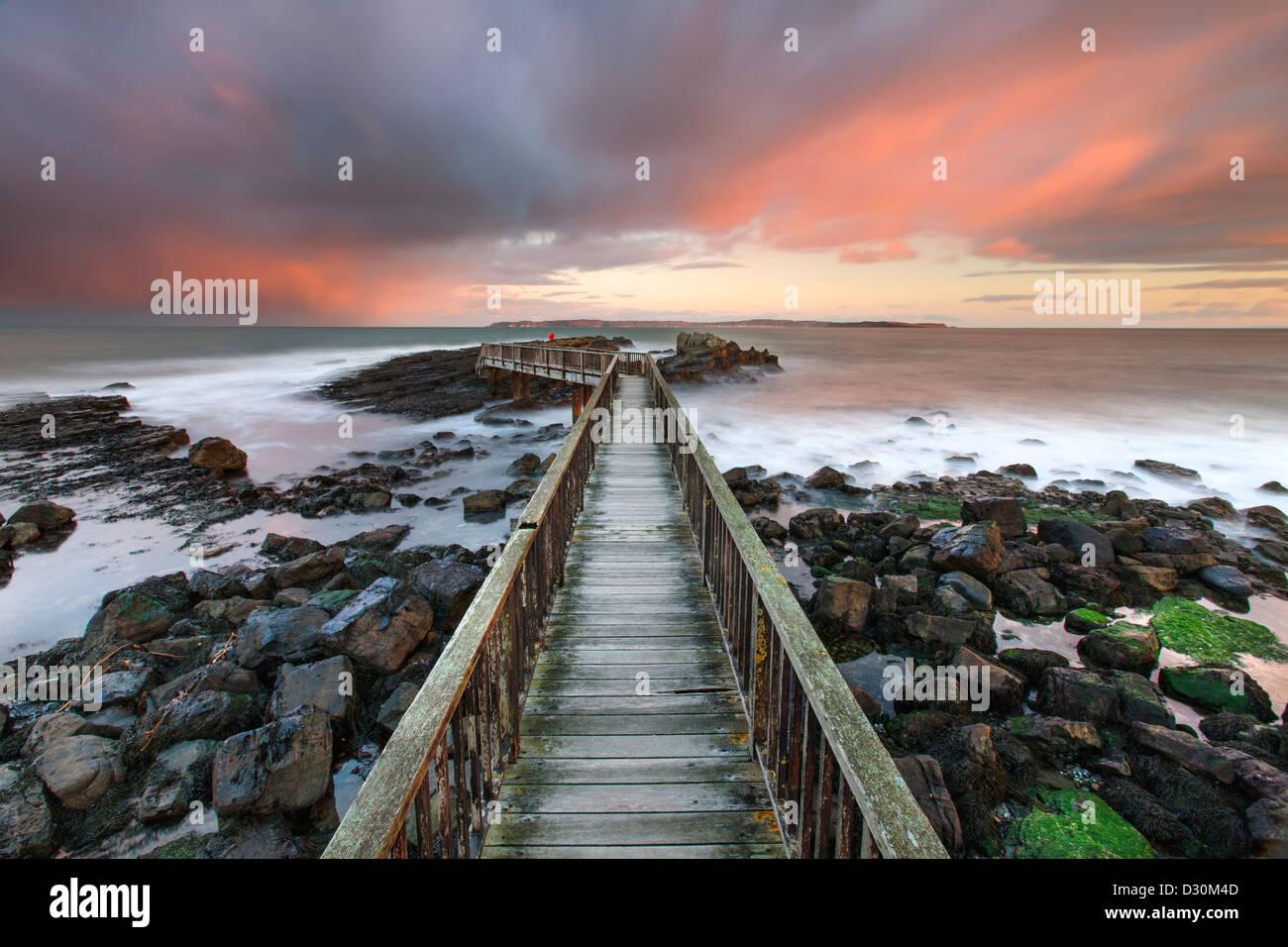 Padelle rocce Jetty, Strand spiaggia, Ballycastle. Immagini Stock
