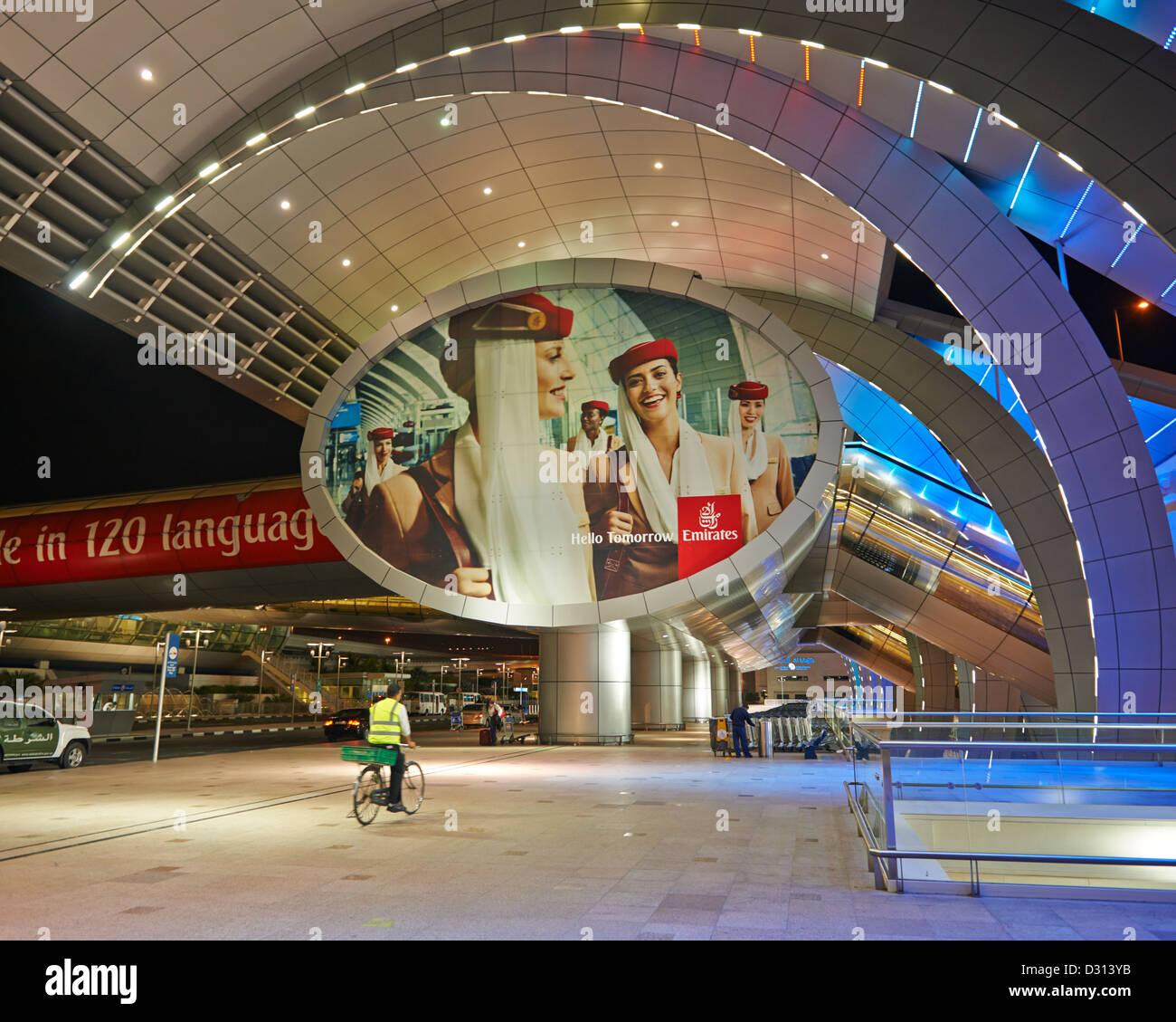 La data di arrivo e di partenza il terminale dell'Aeroporto Internazionale di Dubai Immagini Stock