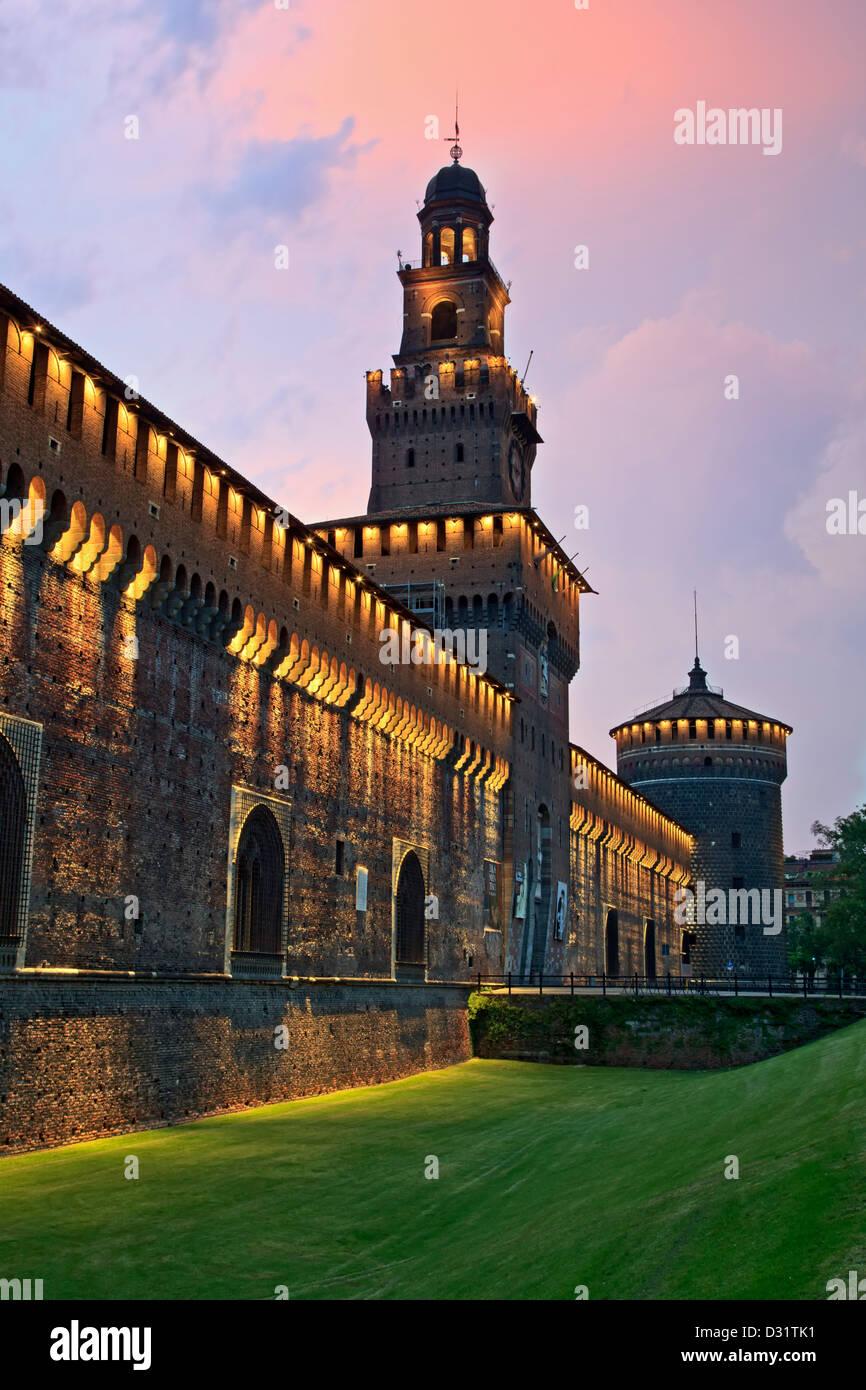 Torri, Castello Sforzesco di Milano, Italia Immagini Stock