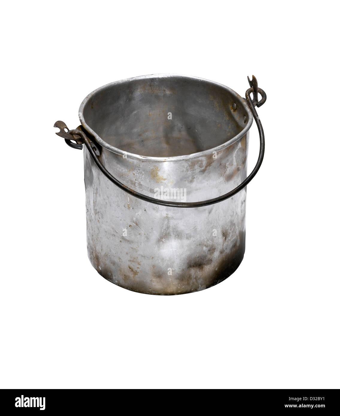 Un vecchio martoriata cucchiaio d'argento con la maniglia verso il basso Immagini Stock