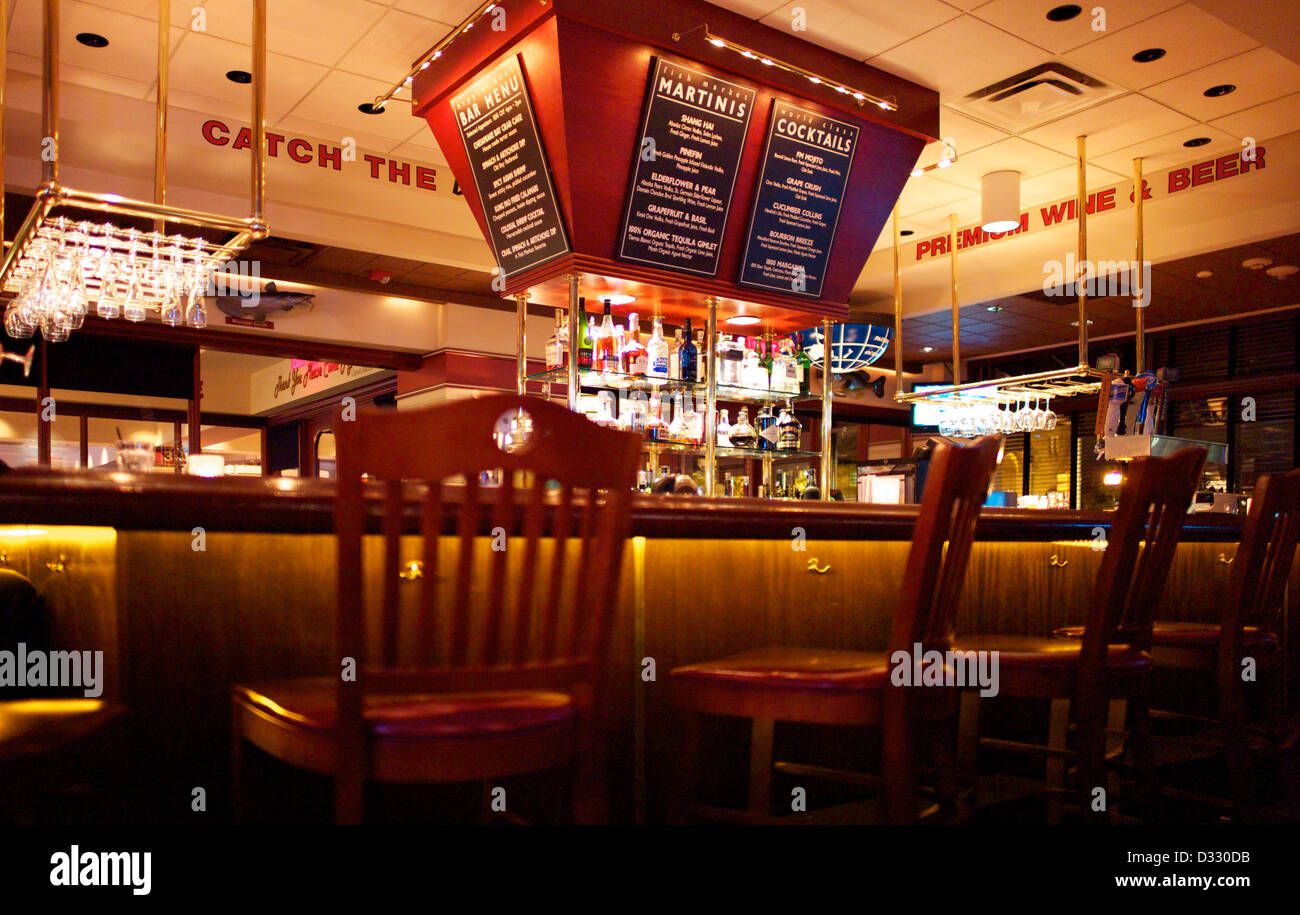 Sgabelli vuoti al bar sport foto & immagine stock: 53541303 alamy