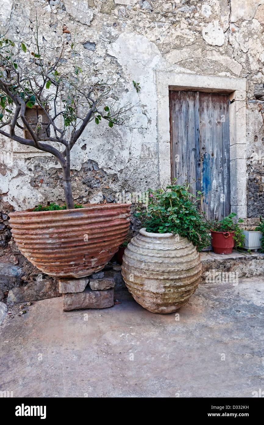 La vecchia porta della mansion a Chora a Citera Island, Grecia Immagini Stock