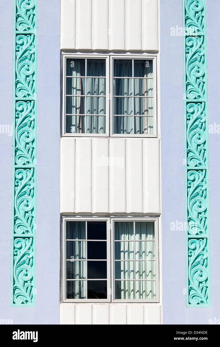 Dettaglio delle due finestre, quartiere Art Deco di South Beach, Miami Beach, Stati Uniti d'America Immagini Stock