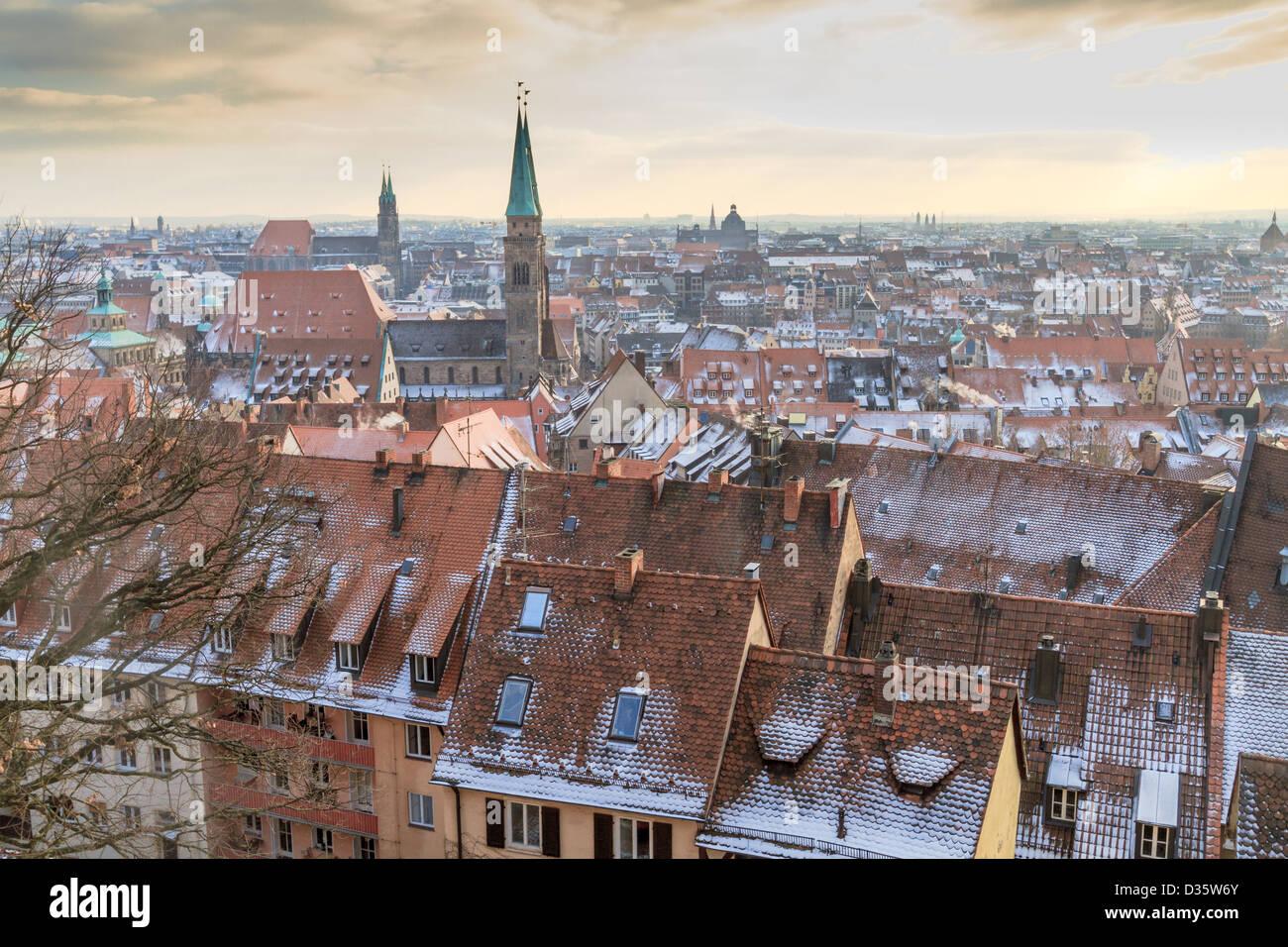 Nurember vista città durante il tempo del famoso mercatino di Natale in inverno Immagini Stock