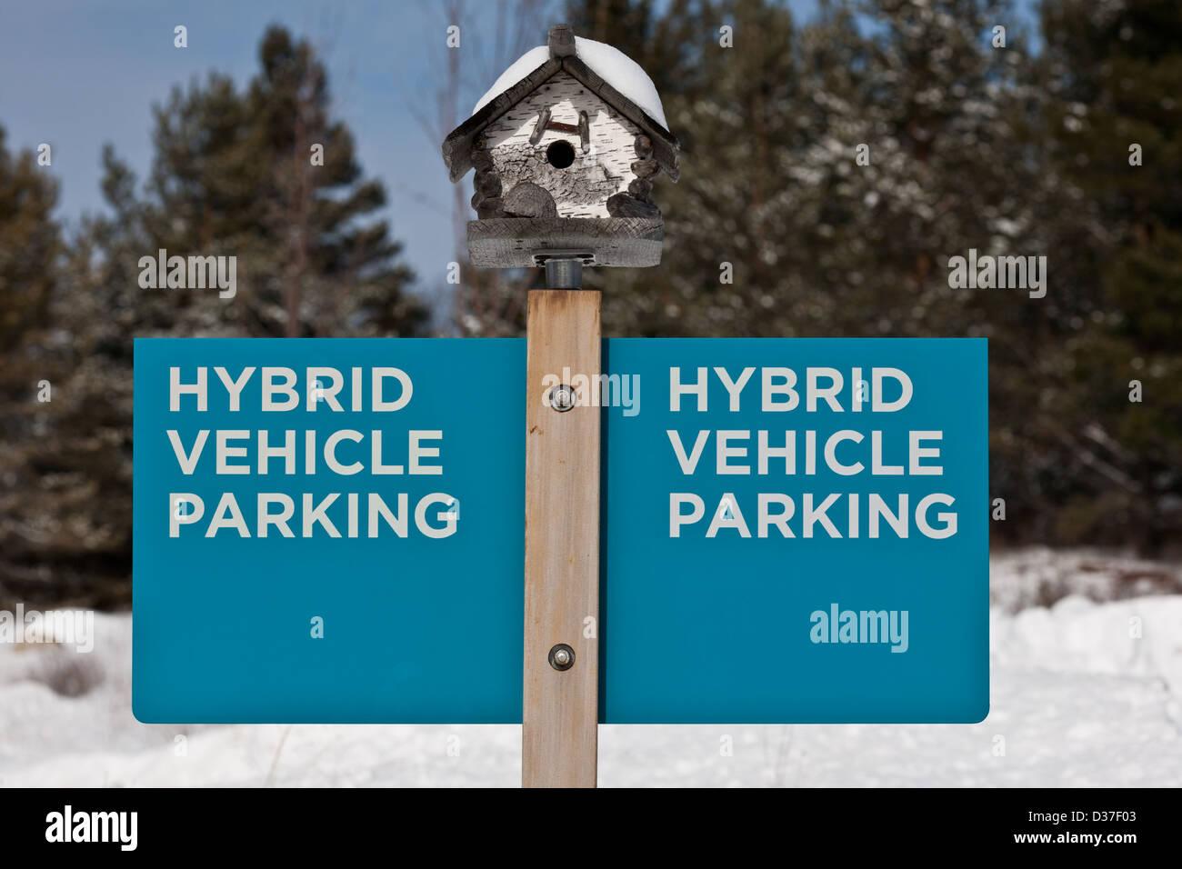 Un segno per il veicolo ibrido parcheggio, nello Stato di New York Immagini Stock