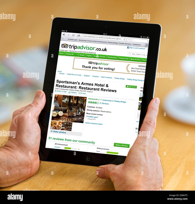 Il TripAdvisor Regno Unito sito web visualizzato su una quarta generazione di Apple iPad Immagini Stock