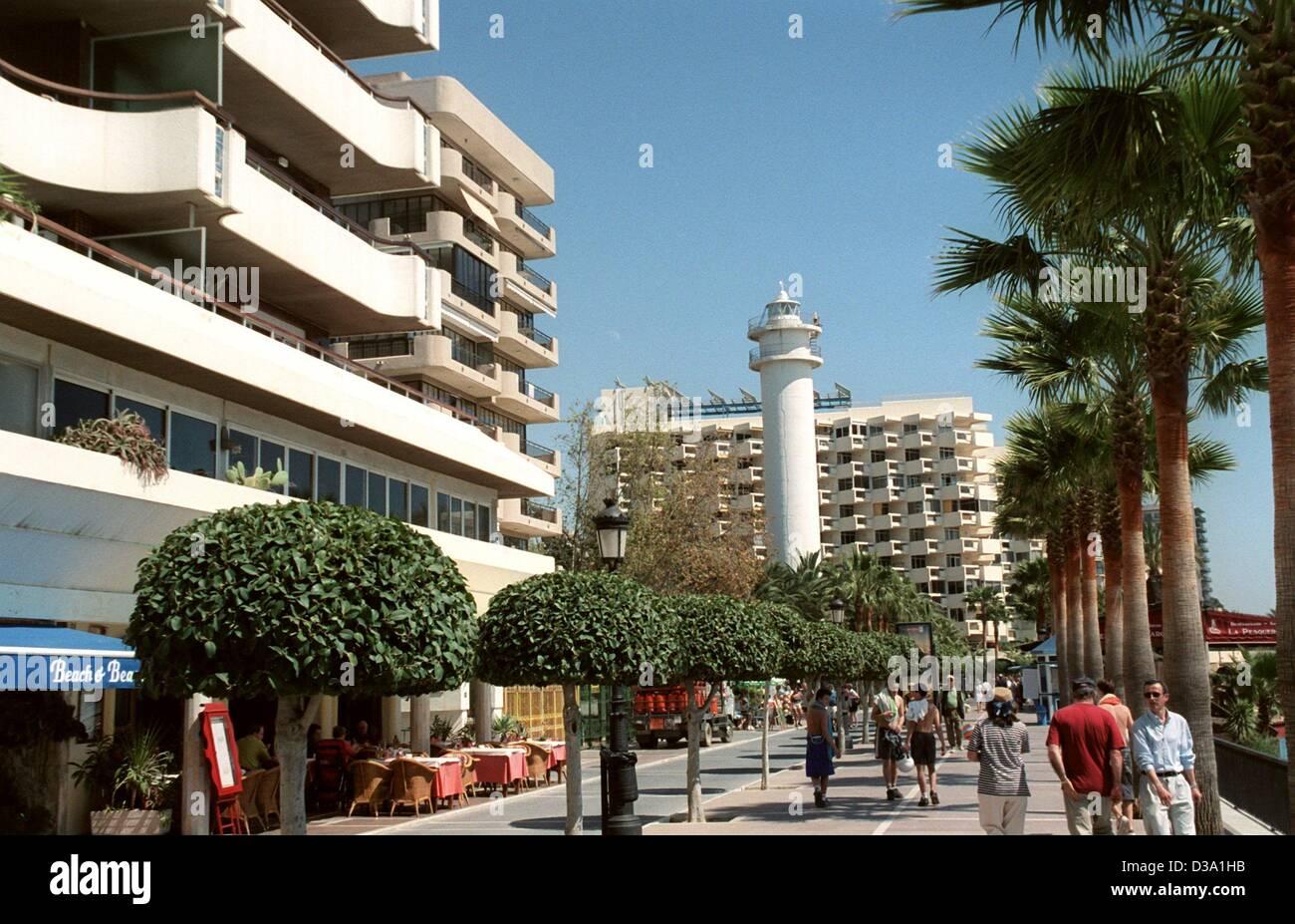 """(Dpa) - Una vista del faro (""""lighthouse') che dava sulla spiaggia Playa del Faro in Marbella il suo nome, Immagini Stock"""