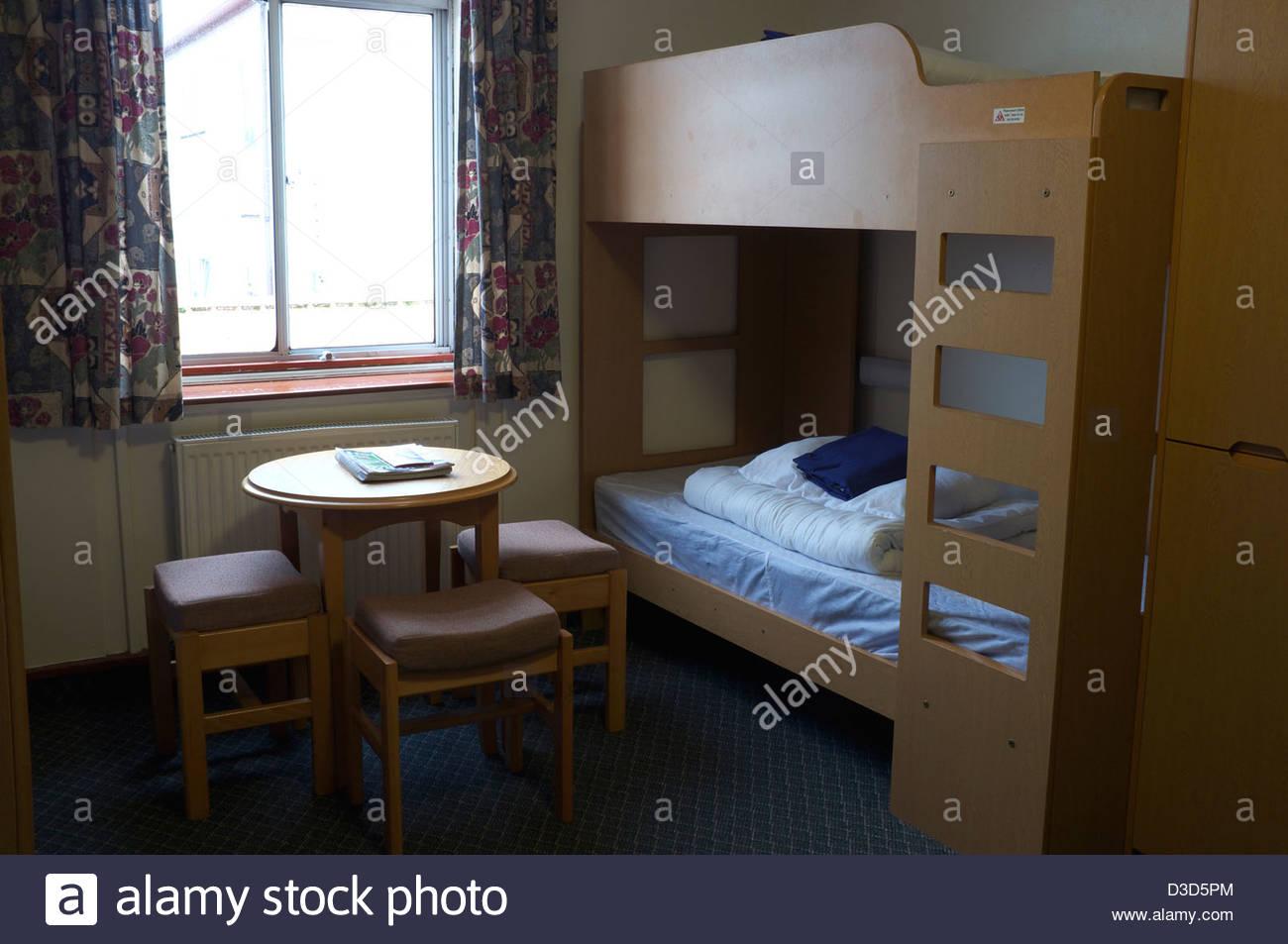 Letti A Castello Per Ostelli.Tipica Camera Dormitorio In Un Moderno Ostello Della Gioventu Si