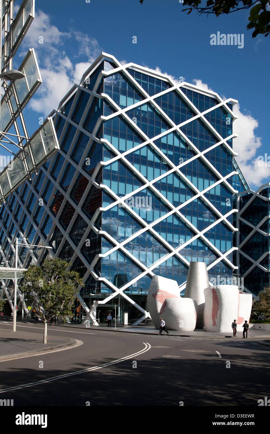 Imprenditori a piedi nella parte anteriore del rispettosi dell'ambiente Macquarie Bank Building 1 Shelley Street Sydney Australia Foto Stock