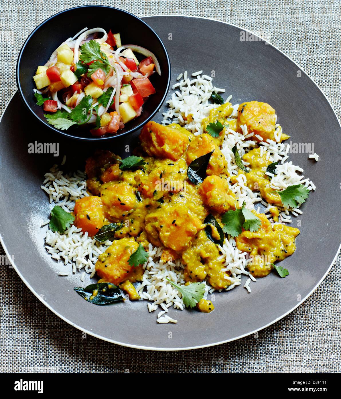 Goa di curry di zucca con salsa rojal Foto Stock