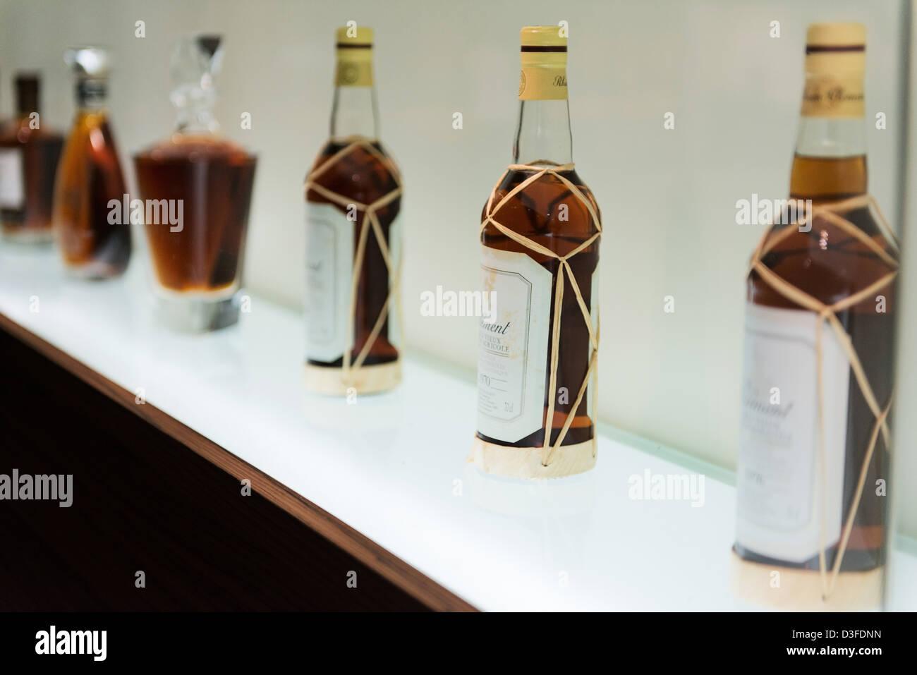 Bottiglie di rum, dimora di Clemente, Le Francois, Martinica Isola, Piccole Antille, il Mare dei Caraibi, Francia Immagini Stock