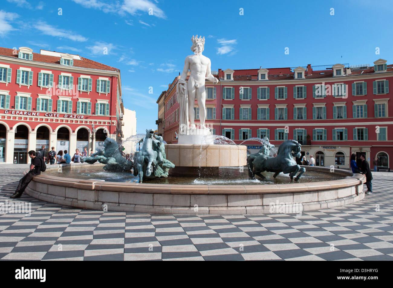 La fontana del sole, piazza Massena, città di Nizza Costa Azzurra Francia Immagini Stock