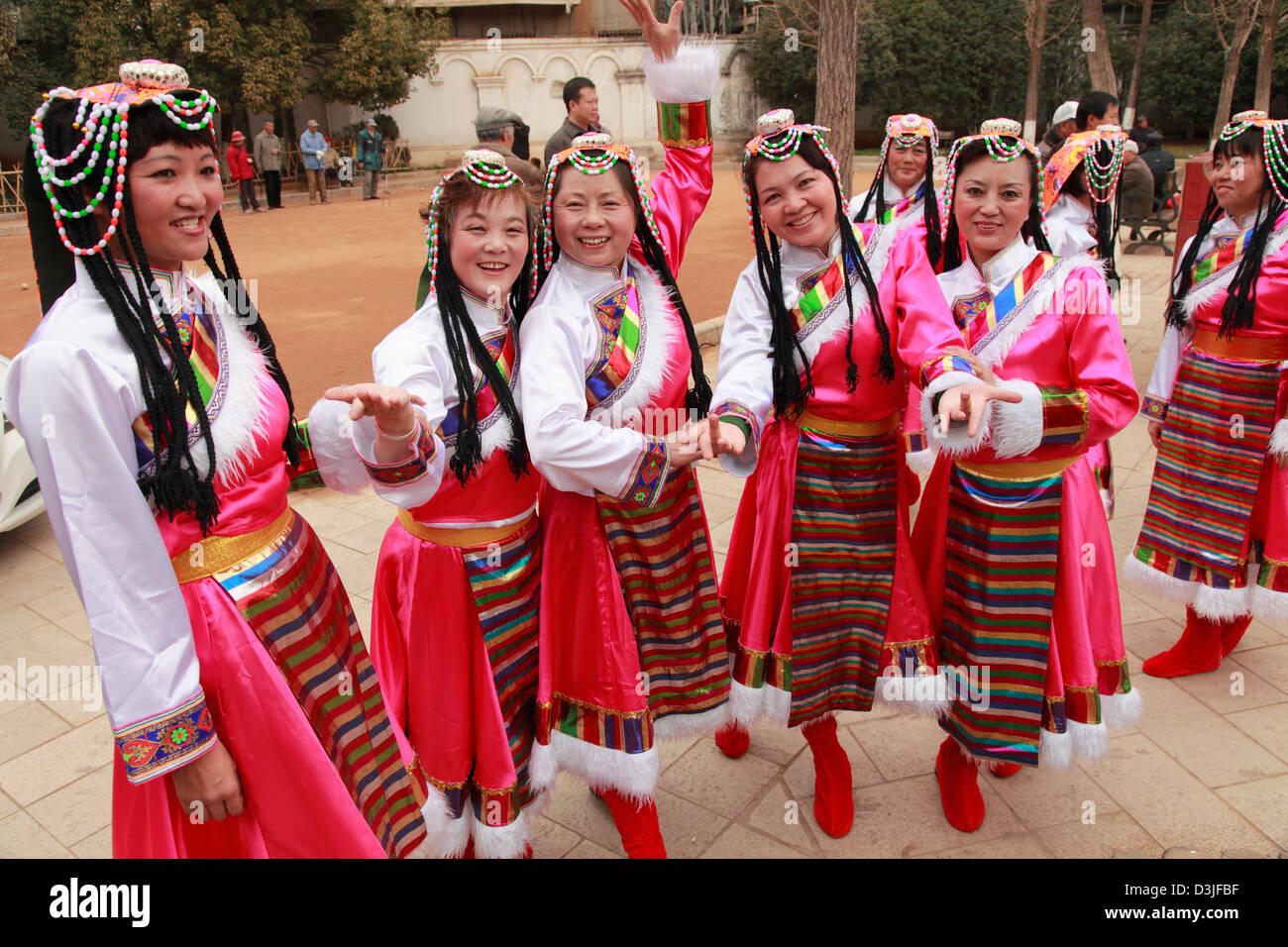Cina Yunnan, Kunming, minoranze etniche, donne Immagini Stock