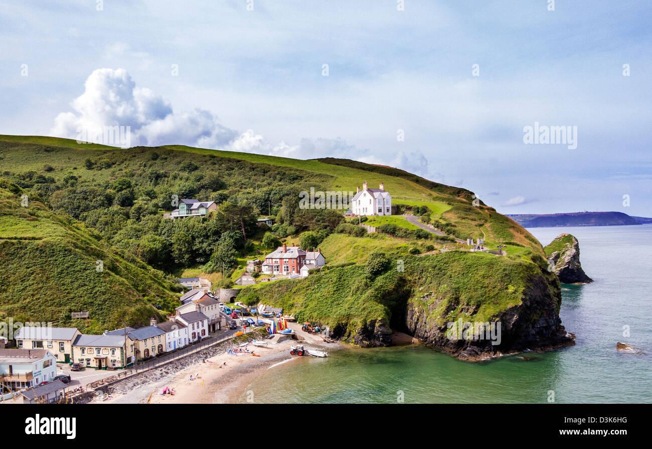 Villaggio costiero e la spiaggia balneare in Ceredigion (Cardigan) West Wales,a sette miglia a sud di New Quay. Immagini Stock