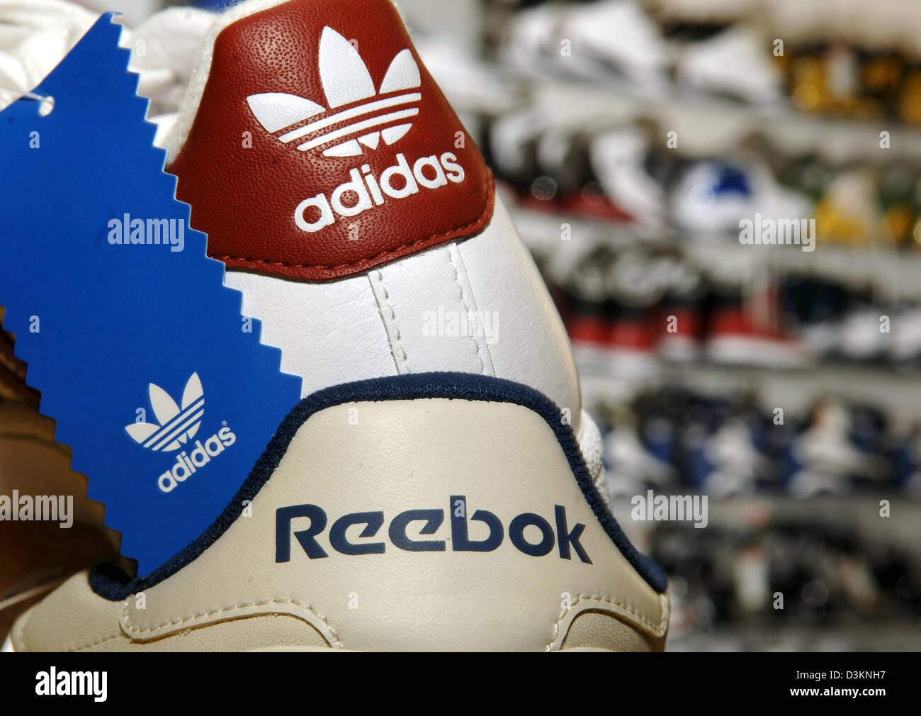 (Dpa) - l immagine mostra un Adidas sneaker sulla parte superiore di un ecc2beb1876
