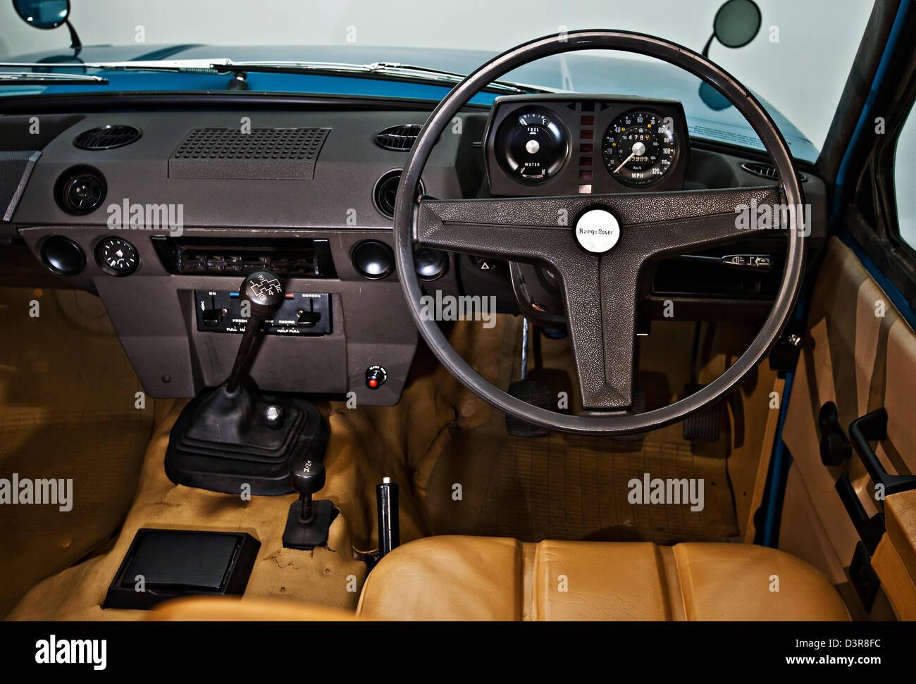 Sedile di guida e il volante di inizio vintage British Land Rover Range Rover Immagini Stock