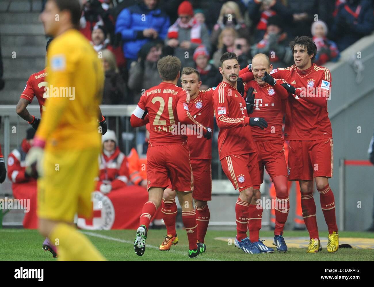 Monaco di Baviera Diego è contento (L-R), Xherdan Shaqiri, Arjen Robben und Javier Martinez celebrare il 1 Immagini Stock