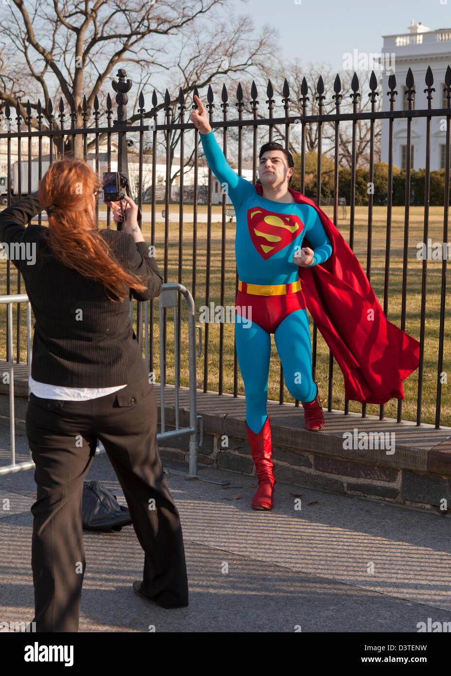 Uomo in costume di Superman Immagini Stock