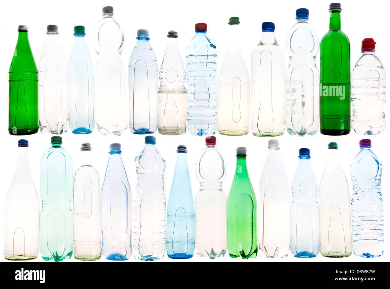 Diversi tipi di bottiglie di minerale e le acque da tavola. Immagini Stock
