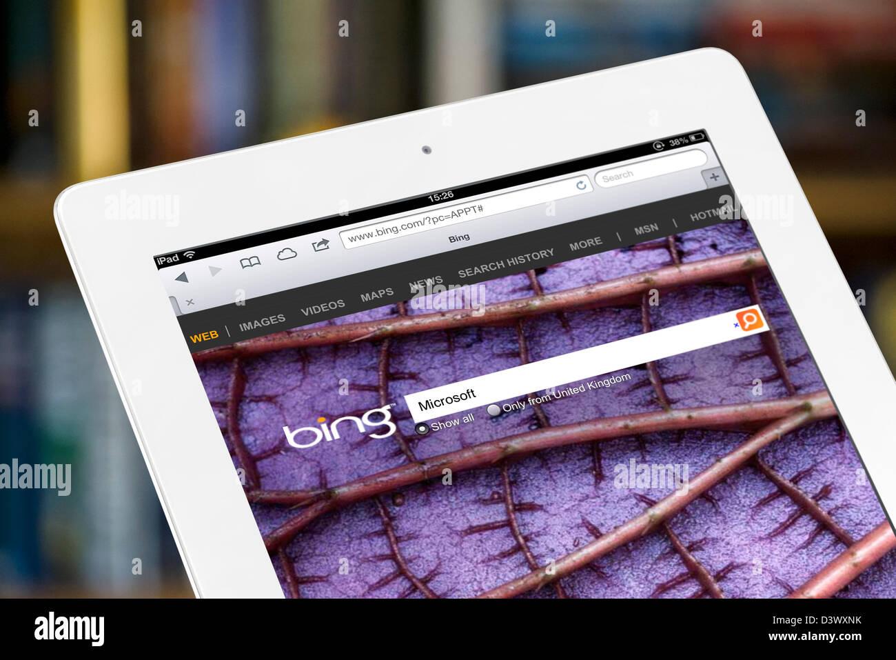 Ricerca con bing vista su una quarta generazione di iPad Immagini Stock