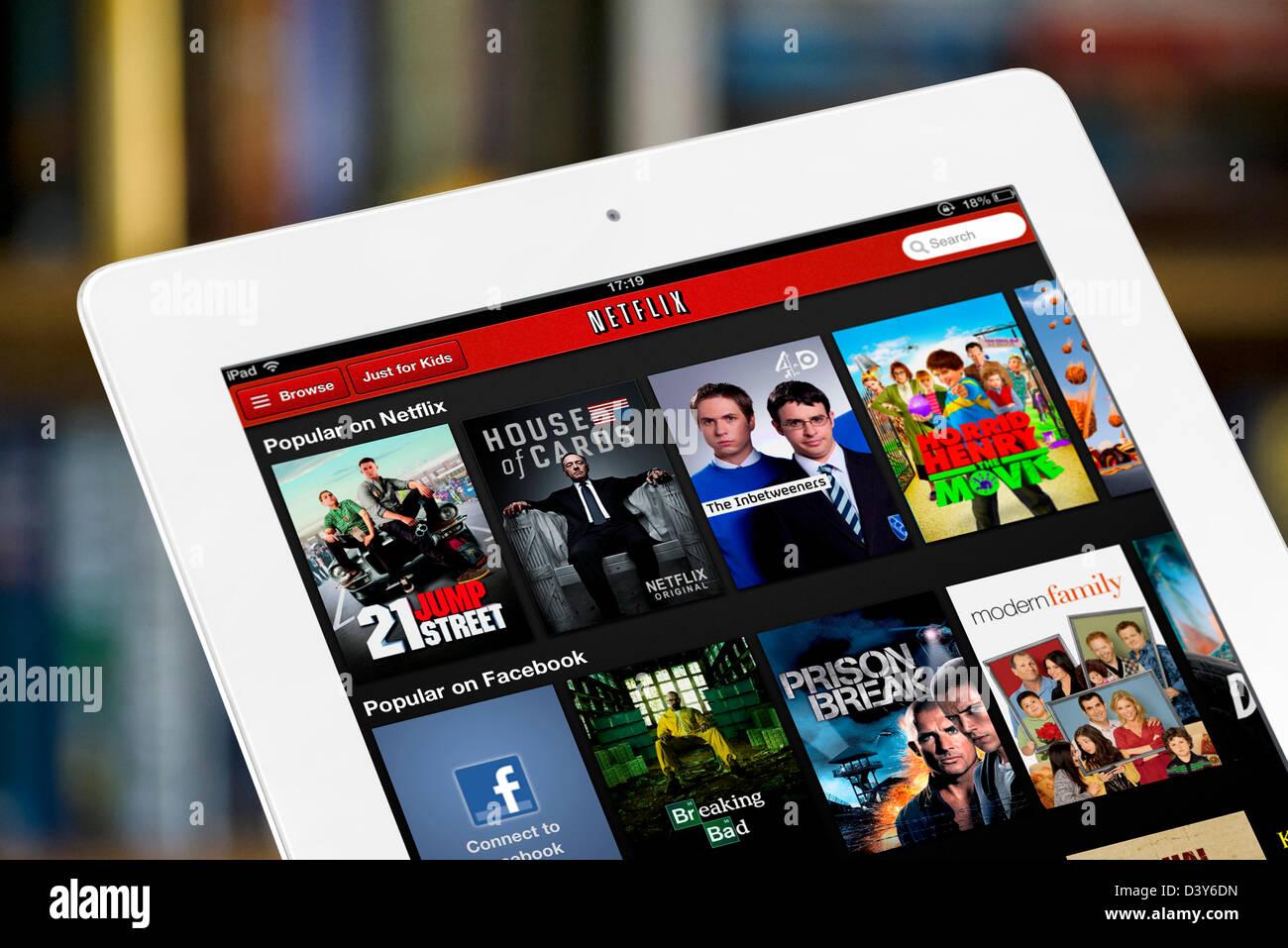 I video più gettonati sul video Netflix sito web streaming, visualizzati su una quarta generazione di iPad, Immagini Stock