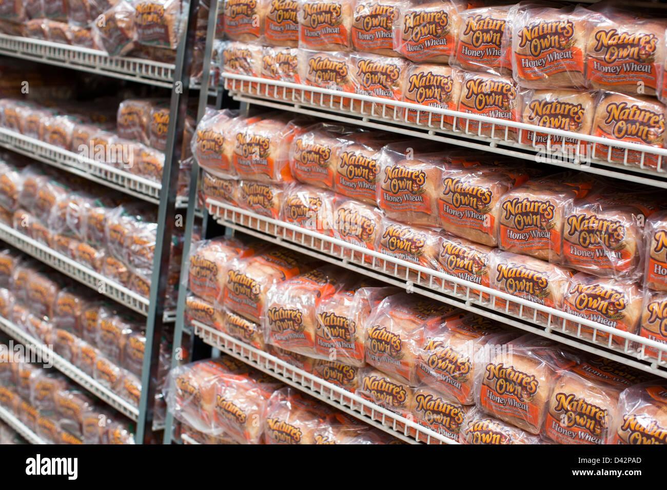 La natura della propria miele pane di grano sul visualizzatore in corrispondenza di un Costco Wholesale Club magazzino. Immagini Stock