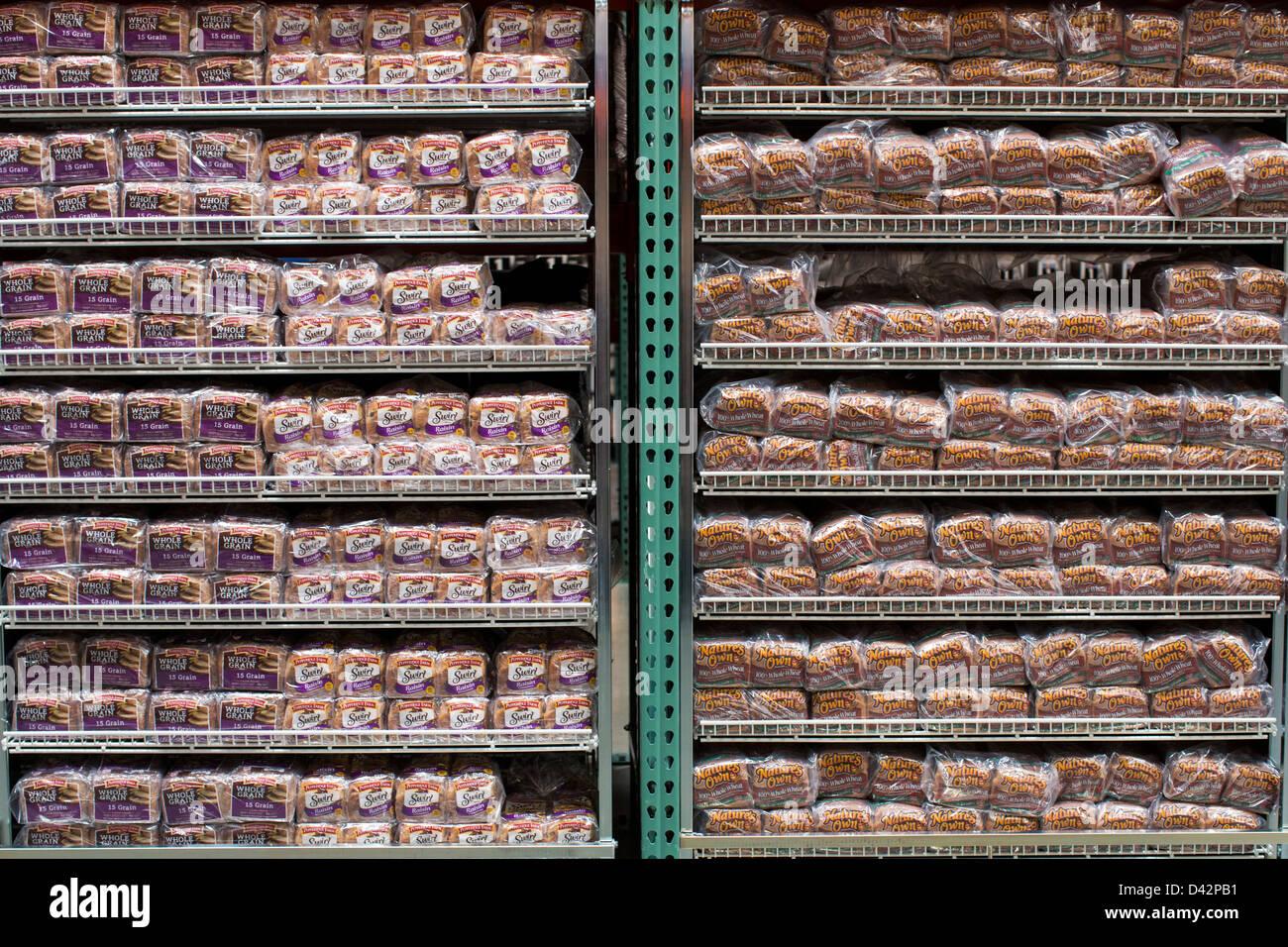 Pepperidge Farm grano intero e la natura della propria miele pane di grano sul visualizzatore in corrispondenza Immagini Stock
