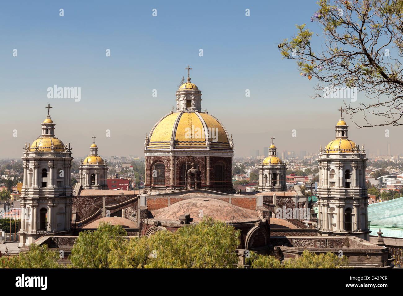 Basilica di Guadalupe a Città del Messico è il più grande luogo di pellegrinaggio nella capitale Immagini Stock
