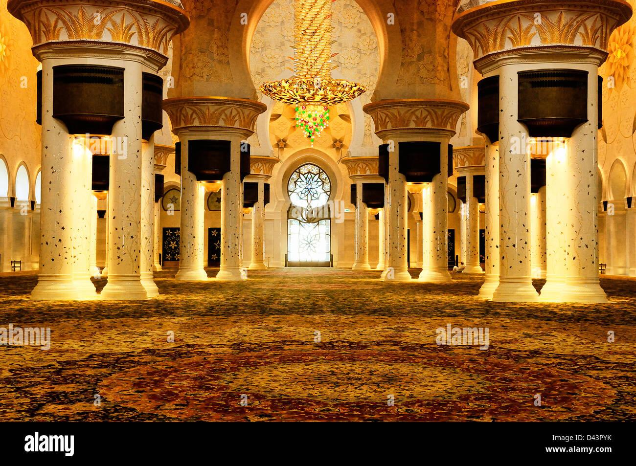 Splendido lampadario all'interno di Sheikh Zayed moschea, Abu Dhabi, Emirati arabi uniti Immagini Stock