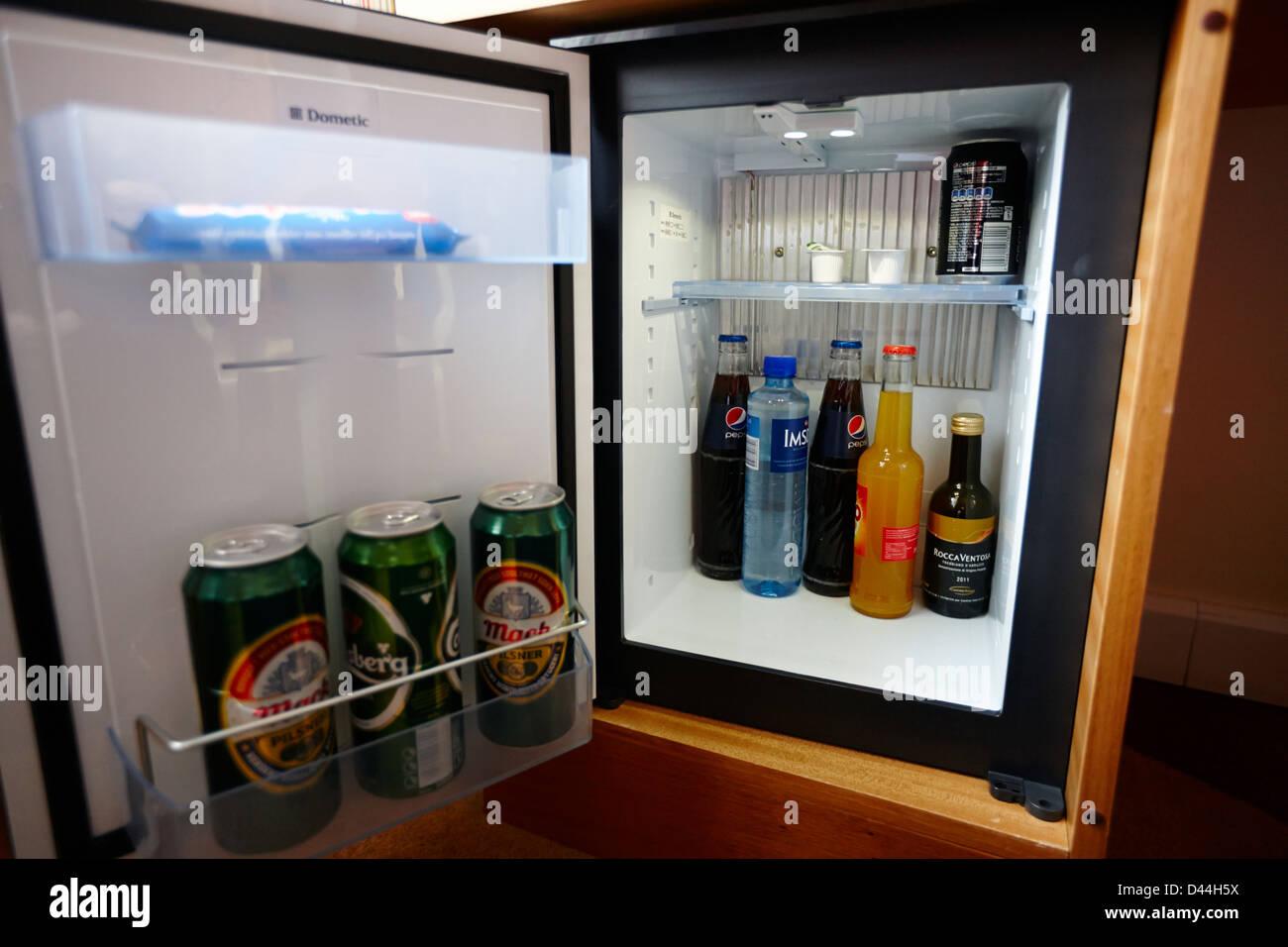 Hotel minibar frigorifero in Tromso troms Norvegia europa Immagini Stock