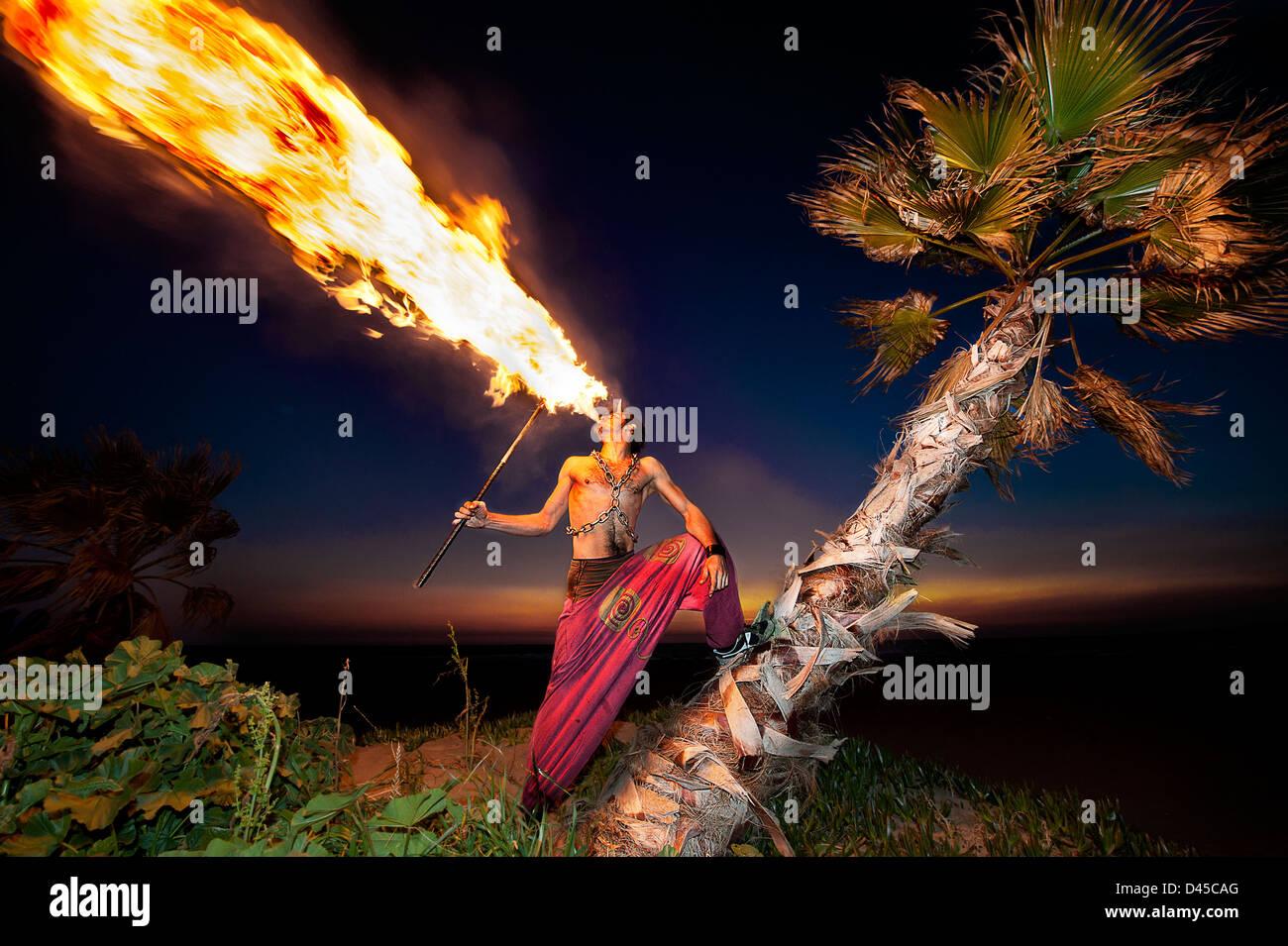Fire Performer di sfiato Immagini Stock
