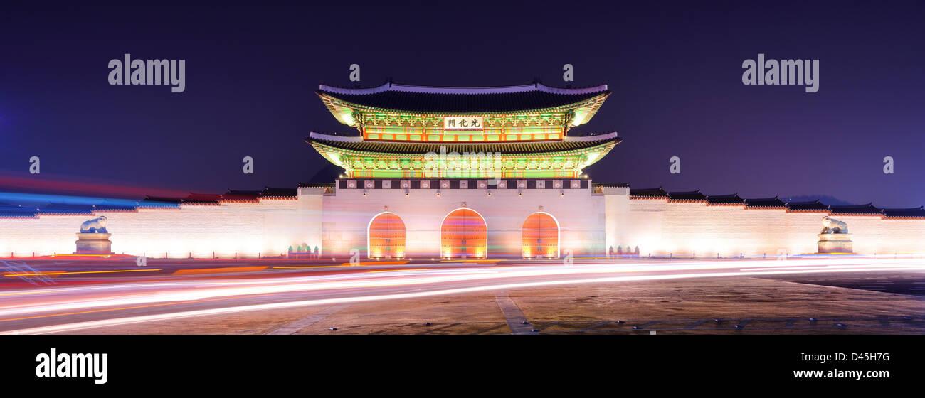 Gwanghwamun Gate è la porta principale del palazzo Gyeongbokgung a Seul, in Corea del Sud. Immagini Stock