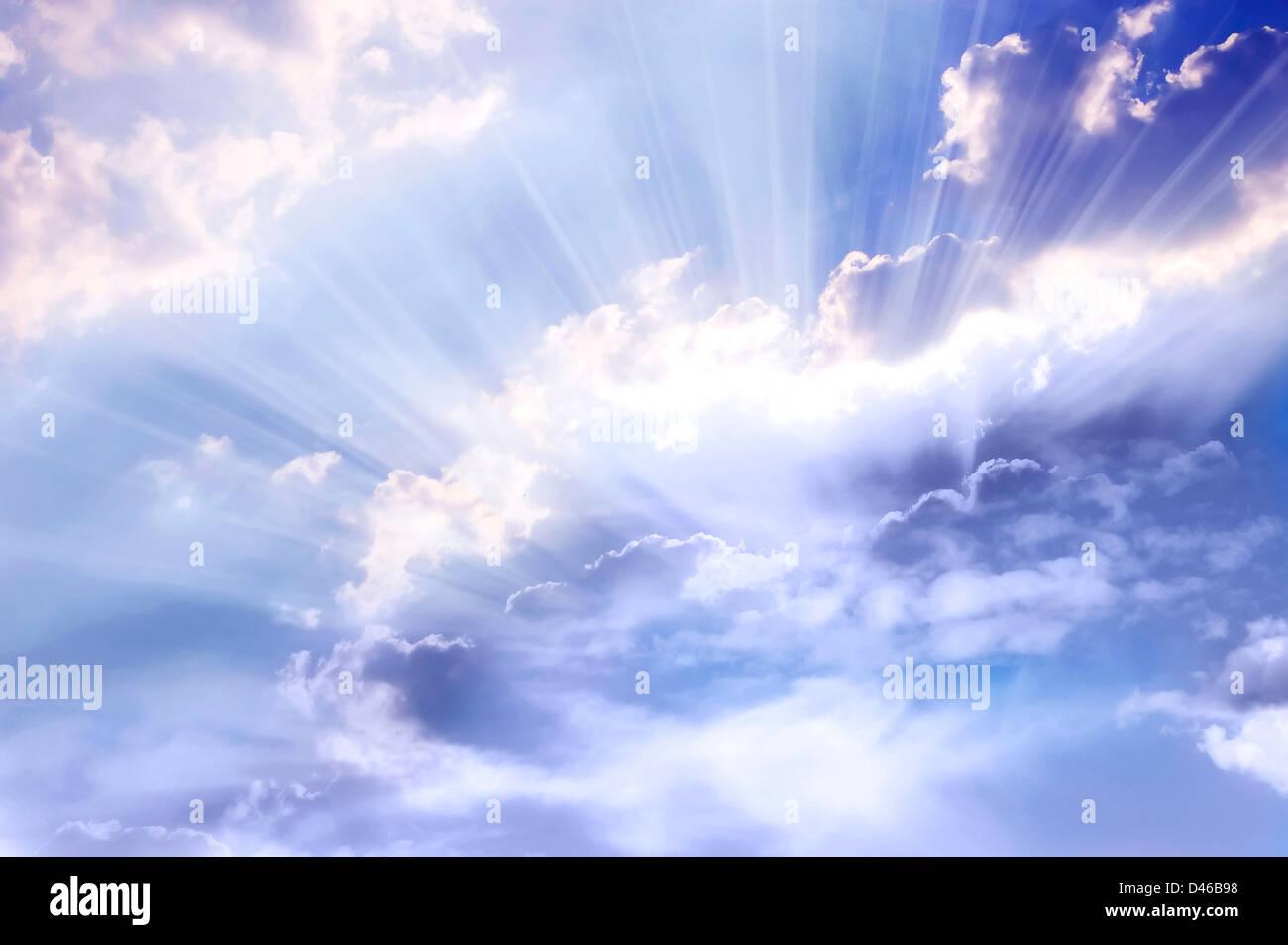 Sky con la divina raggi di luce Immagini Stock