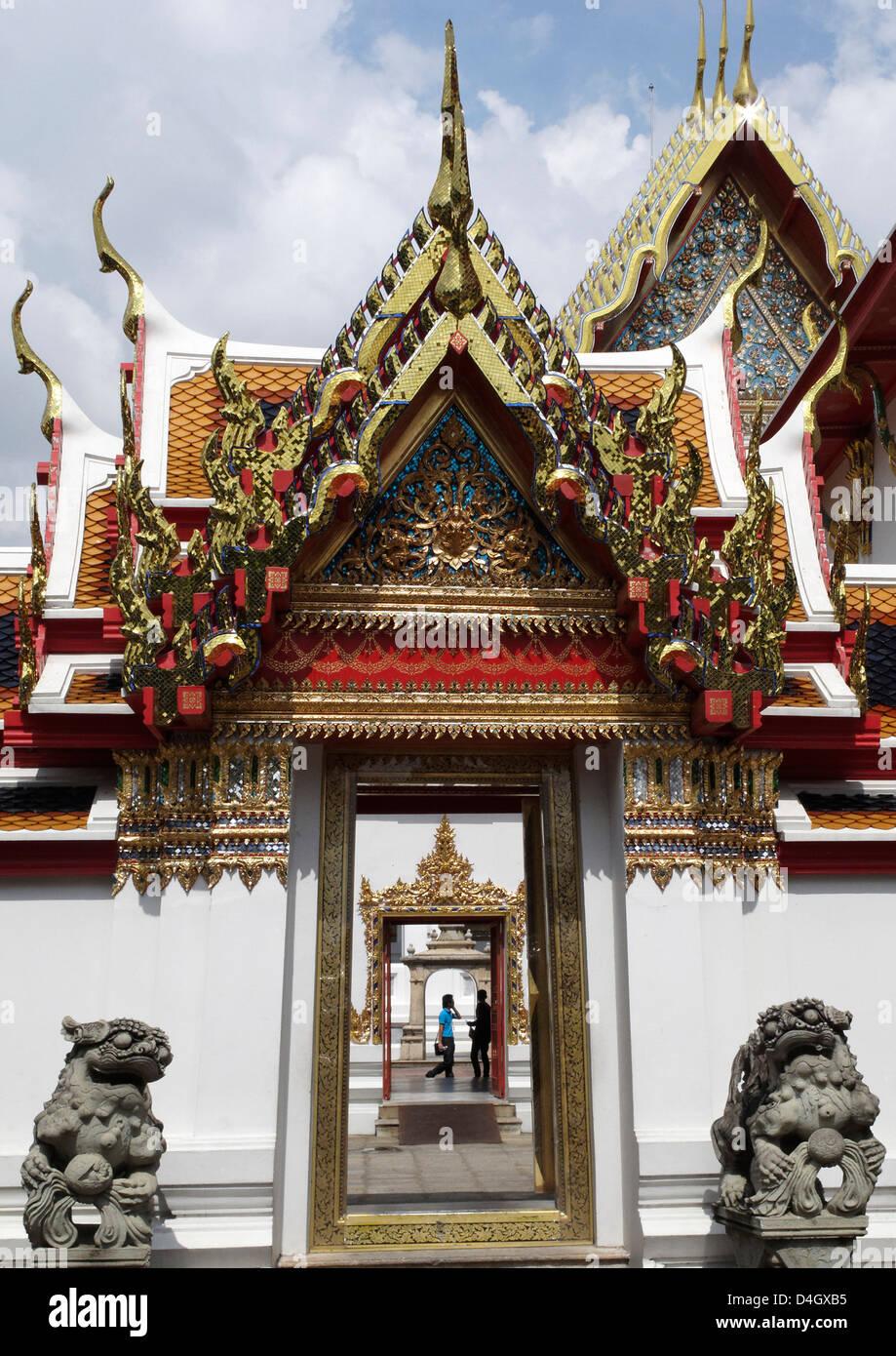 Chedi Rai vicino a Phra Rabieng chiostro. Il Wat Phra Chetuphon, (Wat Po), Bangkok, Thailandia, Sud-est asiatico Immagini Stock