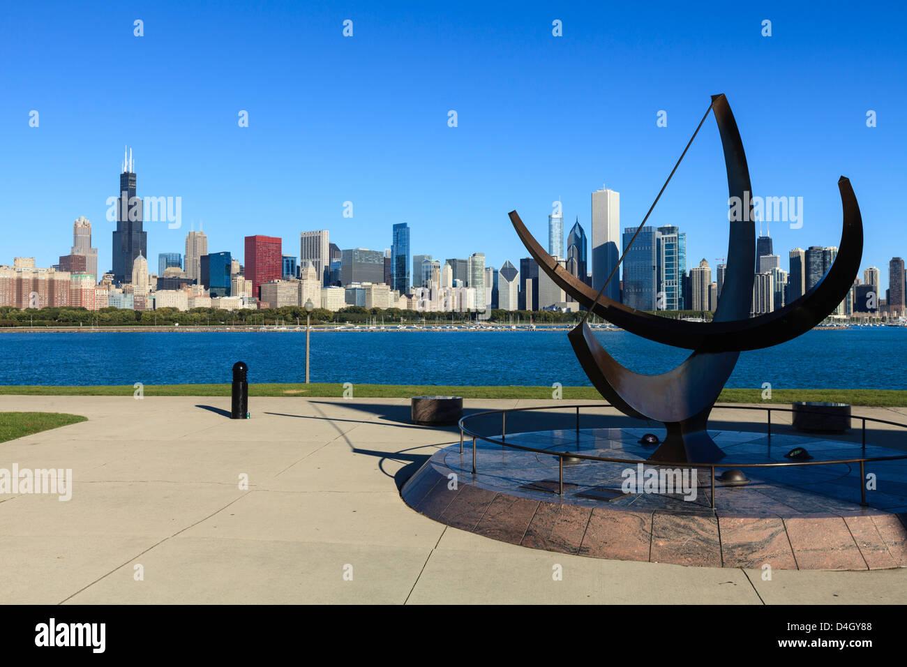 Chicago cityscape, il Planetarium Adler Meridiana in primo piano, Chicago, Illinois, Stati Uniti d'America Immagini Stock