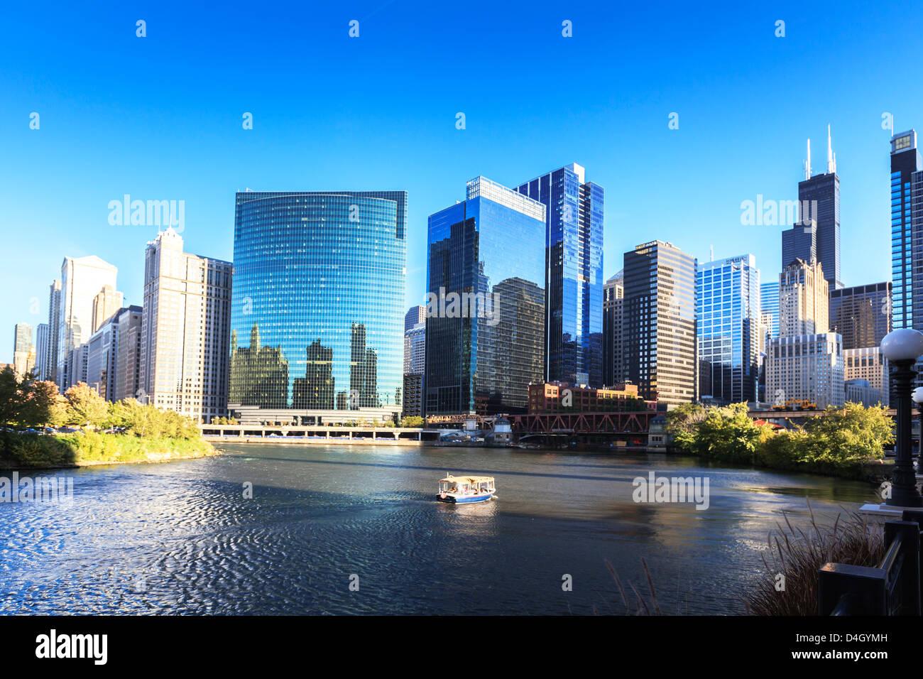 Grattacieli seguire la curva del fiume Chicago, Chicago, Illinois, Stati Uniti d'America Immagini Stock
