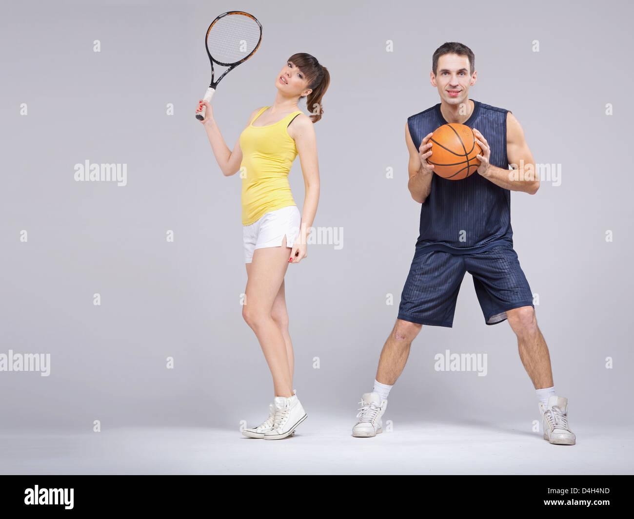 Athletic coppia giovane durante il corso di formazione Immagini Stock
